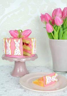 Hallo Ihr Lieben❤️ Ihr möchtet ein kleines Törtchen für eure Ostertafel backen oder möchtet etwas Süßes als Dessert nach einem schönen Menü reichen ? Wie wäre es mit diesem hübschen Werk in zartem…