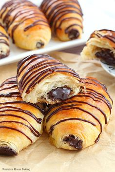 Layer upon layer of light, buttery flaky pastry filled with rich chocolate and drizzled with more chocolate, these made from scratch chocolate croissants are simply mind-blowing! No butter folding or chilling the dough several times needed! Champagne Breakfast, Breakfast Recipes, Dessert Recipes, Breakfast Ideas, Flaky Pastry, Chocolate Croissants, Chocolate Croissant Recipe, Croissant Dough, Dinner Rolls