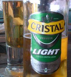 Cerveja Cristal Light, estilo Standard American Lager, produzida por Compania Cervecerias Unidas, Chile. 3.7% ABV de álcool.
