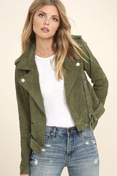 Having a moto moment? Then you won't want to pass up the Blank NYC Backhanded Olive Green Suede Moto Jacket! Genuine suede leather is adorned in silver zippers and snaps along the collared neckline, long sleeves, and belted hem. Two functioning zipper pockets frame an asymmetrical front zipper, while shoulder epaulettes, and a snap button pocket add classic moto details.