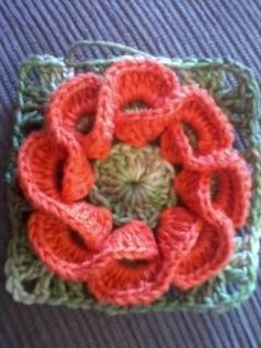 Crochet square motif that is also a flower. I have seen this kind of crochet wave technique a couple of times in different kind of projects now. Crochet Flower Squares, Crochet Motifs, Crochet Blocks, Crochet Flower Patterns, Knit Or Crochet, Crochet Granny, Crochet Crafts, Crochet Flowers, Crochet Stitches