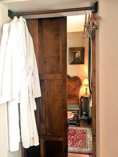 """""""Detective Hotel。 エトルタはルパンの奇巌城の舞台で、ルブラン邸もある縁の土地なので、アルセーヌ・ルパンのジュニアスイートに宿泊。なんと鏡張りのクローゼットが隠し扉になってて、奥の小部屋に通じてる仕掛け!"""" Armoire, Oversized Mirror, Entryway, Live, Furniture, Home Decor, Clothes Stand, Entrance, Decoration Home"""