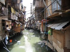 http://zerowasteland.files.wordpress.com/2011/09/tondo-slum.jpg