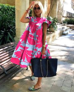 Long Dress Fashion, Fashion Dresses, Midi Dresses, Club Dresses, Fashion Themes, Fashion Blogs, Green Midi Dress, Midi Dress With Sleeves, Mode Outfits