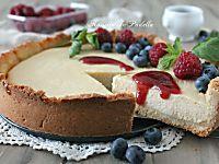Torta fredda al caffè, base wafer con mascarpone e nutella. Deliziosa torta fredda con base wafer, crema al caffè e crema al mascarpone e cioccolato bianco.