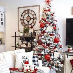 48 best ideas for farmhouse style christmas tree ornaments Christmas Room, Christmas Tree Themes, Christmas Scenes, Outdoor Christmas Decorations, Christmas Centerpieces, Christmas Holidays, Christmas Wreaths, Holiday Decor, Christmas Gifts
