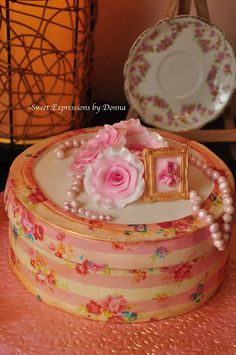 Memory box Cake. Everything edible. Romantic and vintage.