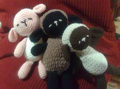 Esta es mi traducción del patrón de las ovejitas dormiditas , el original está ACA, es de Haruki - Harugurumi :   Cabeza: con el color cla...