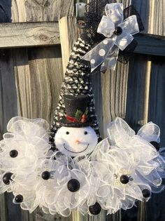 Excited to share this item from my shop: Snowman hat, snowman wreath, Christmas wreath, holiday wreath, Christmas door hanger Diy Christmas Hats, Christmas Ornament Storage, Christmas Door Wreaths, Holiday Wreaths, Christmas Holidays, Christmas Decorations, Christmas Ideas, Holiday Hats, Christmas Snowman