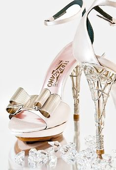 """Salvatore Ferragamo... Amé estas Zapatillas!!! Excelentes para """"El Gran Día!!!""""."""