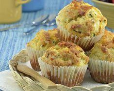 Muffins au fromage et bacon fumé : http://www.cuisineaz.com/recettes/muffins-au-fromage-et-bacon-fume-55505.aspx