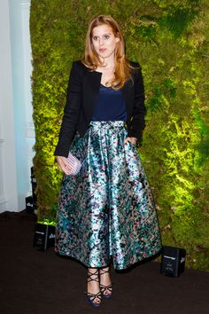 Royal Family Around the World: Princess Beatrice Attends The Fundraising Gala auction and dinner hosted by Harrods in aid of the Garden Bridge Trust on June 2015 in London, England. Bright Blue Dresses, Purple Gowns, Royal Princess, Princess Victoria, Princess Eugenie, Princess Beatrice Wedding, Princess Anna, Princess Style, Queen Rania