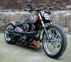 2013 'Californication' Harley-Davidson Softail FXSB Breakout Vintage. http://ninehillsmotorcycles.pl/en/ and/or http://facebook.com/media/set/?set=a.1658616381028640.1073741873.1421930961363851&type=3 #harleydavidsonsoftailbobber #harleydavidsontrike #harleydavidsonsoftailbreakout
