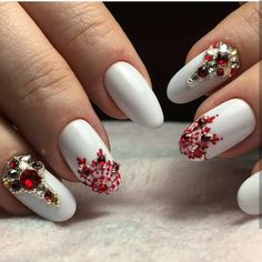 Amazing Winter Snowy Nails Art Design Cute and adorable snow filled winter nail art design. The nails are painted in base color with tree branches and leaves. The glitter polish serves as the design for the French tip. Nail Art Designs, New Years Nail Designs, Nail Designs Pictures, Nails Design, Christmas Nail Designs, Christmas Nail Art, Beautiful Nail Designs, Beautiful Nail Art, Nail Art Noel