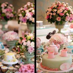 Chá de cozinha de princesa!! Com direito a macaron Ladurée e muitas flores rosas! Lindo!  #weshareinspiration #party #bridalshower #pink #princesa #laduree  #weshareideas - @weshareideas- #webstagram