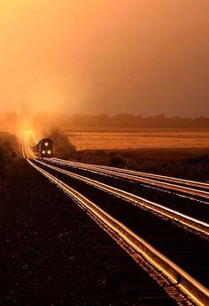 ton train on glowing rails at sunset - Creston, Illinois By Train, Train Tracks, Train Rides, Train Trip, Rail Train, Locomotive, Tramway, Bonde, U Bahn
