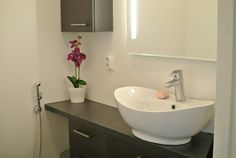 hemmafru: elokuu 2013 Toilet, Sink, Bathtub, Vanity, Bathroom, Home Decor, Standing Bath, Vanity Area, Bath Room