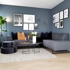~ Livingroom ~ 🌱 Håper alle har hatt en grei mandag 🖤 Her Home Design Living Room, Interior Design Living Room, Home And Living, Living Room Decor, Nordic Living Room, House Of Turquoise, Living Room Inspiration, Room Colors, Diy Bedroom Decor