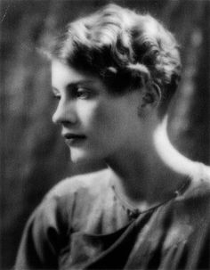 Lee Miller, the muse of Man Ray, responsible for some of his best work Lee Miller, Man Ray, Portraits, Portrait Photographers, Female Photographers, Artists And Models, Musa, Paris, Black And White Photography