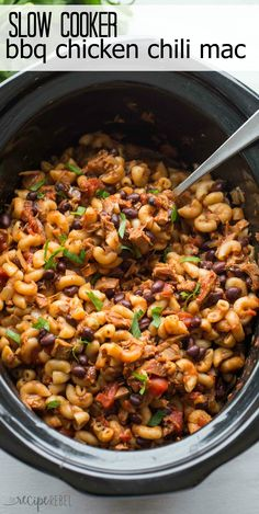 Mexican Street Corn Discover 10 Recipes That Will Change the Way You Look at Leftover BBQ Chicken! Slow Cooker BBQ Chicken Chili Mac is a hearty one pot pasta meal that cooks completely in the crockpot! Slow Cooker Chili, Crock Pot Slow Cooker, Crock Pot Cooking, Slow Cooker Recipes, Cooking Recipes, Cooking Chili, Slower Cooker, Cooking Pork, Bbq Chicken