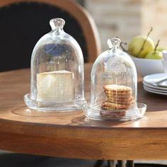 Als Schutz vor Insekten eignet sich hervorragend eine Glasglocke, unter der die Speisen schön angerichtet werden können. #loberon