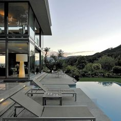 Built by SAOTA - Stefan Antoni Olmesdahl Truen Architects in Cape Town, South Africa with date Images by Wieland Gleich. High on the ridge of Bishopscourt in Cape Town, this unique site resulted from the demolition of an existing house. Steel House, Outdoor Living, Outdoor Decor, Room Tour, Facade House, Modern Luxury, Cape Town, Luxury Homes, Building A House