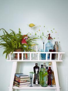 Un pedestal como este para plantas, en mi salón. Lantliv, de IKEA
