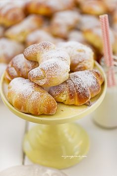 Yeast croissants with cream cheese Polish Desserts, Polish Recipes, Sweet Pastries, Bread And Pastries, Other Recipes, Sweet Recipes, European Dishes, Delicious Desserts, Yummy Food