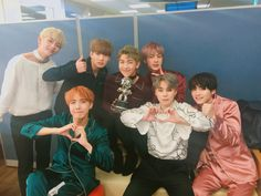 BTS Bighit [161020] Trans @bts_bighit : [Today's Bangtan] The #BloodSweat&Tears Mcountdown 1st place trophy that all of you gave us! My Blood,Sweat, and Tears ,,,  My grateful heart ,,,Take it a-a-a-a-a~a-all~‼️#ManyManyHearts