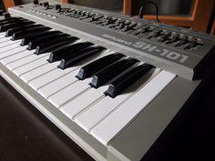Roland SH-101 Vintage Synthesizer