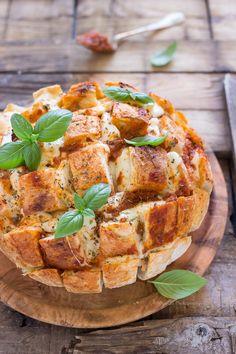 Corsi Food photography in Italia, Dazzero, Moni Qu Photography. pain herisson, pane a riccio, basilic, tomatoes, mozzarella, bread, italian style