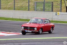 #Alfa_Romeo #Coupé #bertone à #Magny_Cours pour les #Classic_Days. Article original : http://newsdanciennes.com/2015/05/03/grand-format-news-danciennes-aux-classic-days-2015/ Issu de l'article : Grand Format : News d'Anciennes aux Classic Days 2015 #ClassicCar #Voiture #Ancienne