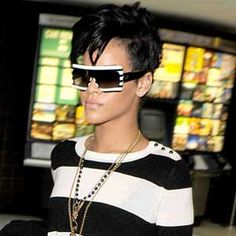 BEFORE rihanna's hair started to completely suck. whoever her stylist was, she needs to re-hire them!