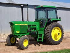 I have seen pictures of with what looked liked soundguard cabs. Are these after market cabs that look like john deere cabs?What is the differen Old John Deere Tractors, Jd Tractors, Vintage New York, Vintage Farm, John Deere 4320, Deer Farm, Tractor Photos, Earthship Home, New Tractor