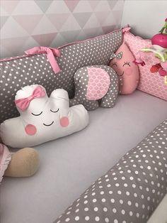 🖐APRENDE A CONFECCIONAR COJINES DECORATIVOS PASO A PASO GUÍA COMPLETA 🖐 Baby Crib Designs, Baby Room Design, Baby Cot Bumper, Baby Cribs, Baby Girl Crochet, Baby Pillows, Nursery Room Decor, Baby Bedroom, Baby Decor