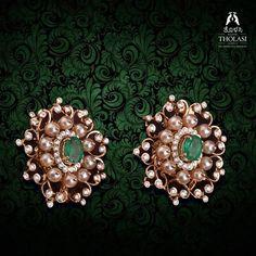 Gold Jhumka Earrings, Jewelry Design Earrings, Gold Earrings Designs, Ear Jewelry, Bead Jewellery, Womens Jewelry Rings, Gold Jewelry, Gold Bangles Design, Gold Jewellery Design