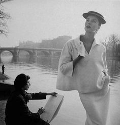 Photo by Louise Dahl-Wolfe, Suzy Parker in Balenciaga by the Seine. (Private collection of Diana Vreeland). Diana Vreeland, Fashion Foto, Fashion History, Paris Fashion, Fashion Models, Fashion Tips, Banks, Georgia O'keeffe, Suzy Parker