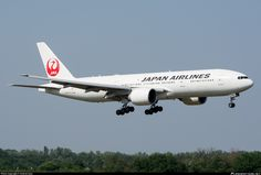 JA704J Japan Airlines Boeing 777-246(ER)