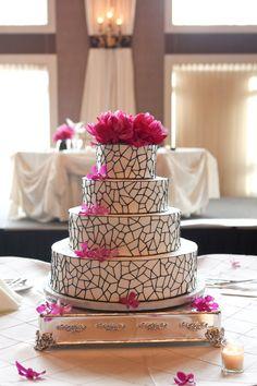 ► Pastel de boda muy moderno y original #pasteles #boda