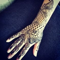 wow! i don't know if it's henna or real, but, WOW. it's breathtaking.