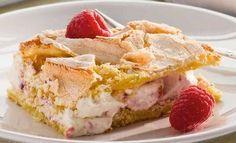Ont om tid? Då är detta tårtan du letar efter! En supersmidig variant på marängtårta som är lika god som lättbakad. Pudding Desserts, No Bake Desserts, Cake Recipes, Dessert Recipes, Swedish Recipes, Bagan, Snacks, Fancy Cakes, Creative Cakes