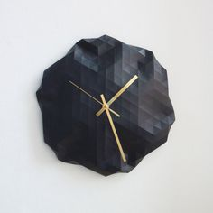 Faceted Wall Clock di RawDezign su Etsy, £60.00