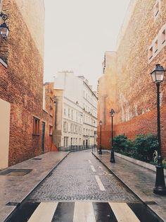 Somewhat orange! #paris #streetphotography | BM | VSCO Grid