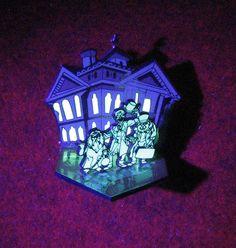 Disney RARE Pin WDI Haunted Mansion Hitchhiking Ghosts Diorama LE 500