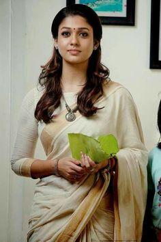 Blouse and saree design Fashion Designer, Indian Designer Wear, Traditional Sarees, Traditional Outfits, Saris, Indian Dresses, Indian Outfits, Kasavu Saree, Set Saree