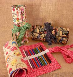 Estojo rolinho porta 140 lápis de cor! <br> <br>Temos opção para 75 lápis também! <br> <br>Solicite os tecidos disponíveis para produção! <br> <br>Deixe seu material de pintura lindamente organizado!