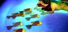 Un giardino orientale magico in cui i bambini possono entrare, interagire con suoni e immagini ed 'irrompere' nel mondo delle arti, superando barriere di lingua e cultura. Frutto della collaborazione di un team poliedrico e affiatato di autori provenienti da diverse discipline delle arti visive e performative arriva al Teatro Cucinelli Solomeo lo spettacolo della Compagnia Tpo