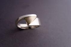 Ring asymmetrisch met houden driehoek Jewelry For Her, Simple Jewelry, Modern Jewelry, Jewelry Rings, Jewelery, Silver Jewelry, Jewelry Making, Ring Bracelet, Ring Necklace