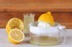 7 home remedies for itchy scalp - Squeeze one or two lemons into a bowl, then apply the juice to your scalp. Let it sit for 5-6 minutes before rinsing with cool water, then shampoo as usual.