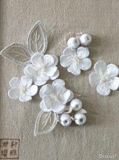 Superbes broderies en 3D ! Mêmes motifs que les broderies de ma robe de mariée !